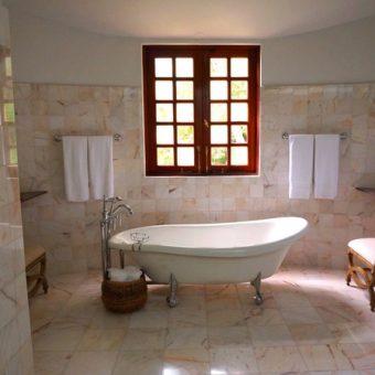 Badkamer en suite in de slaapkamer