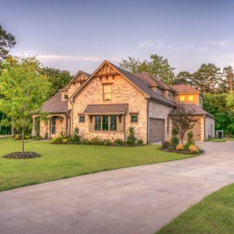 Mooie schone paden in de tuin? Met de veegmachine heb je vijf keer sneller het reinste resultaat